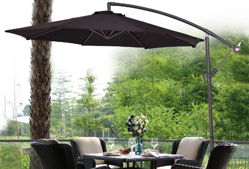 In this review we compared some of the best cantilever parasols and one model came out on time ever time. Read our comparison and reviews now to learn why.